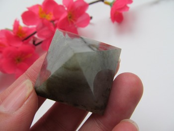 28mm Natural Stones Labradorite Crystal Pyramid Quartz Crystal Pyramid Healing Crystal Crafts Gift Home Decoration